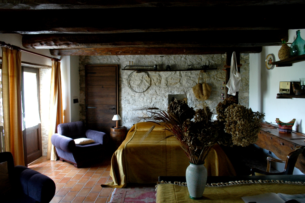 mangiatoia_bedroom.jpg